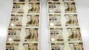 Hàng trăm Yen bị vứt ra bãi rác ở Nhật