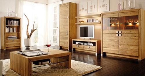 Đồ đạc trong nhà được làm bằng gỗ
