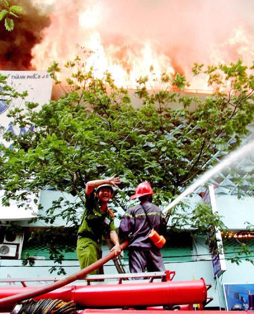 cháy tòa nhà ITC tại hồ chí minh