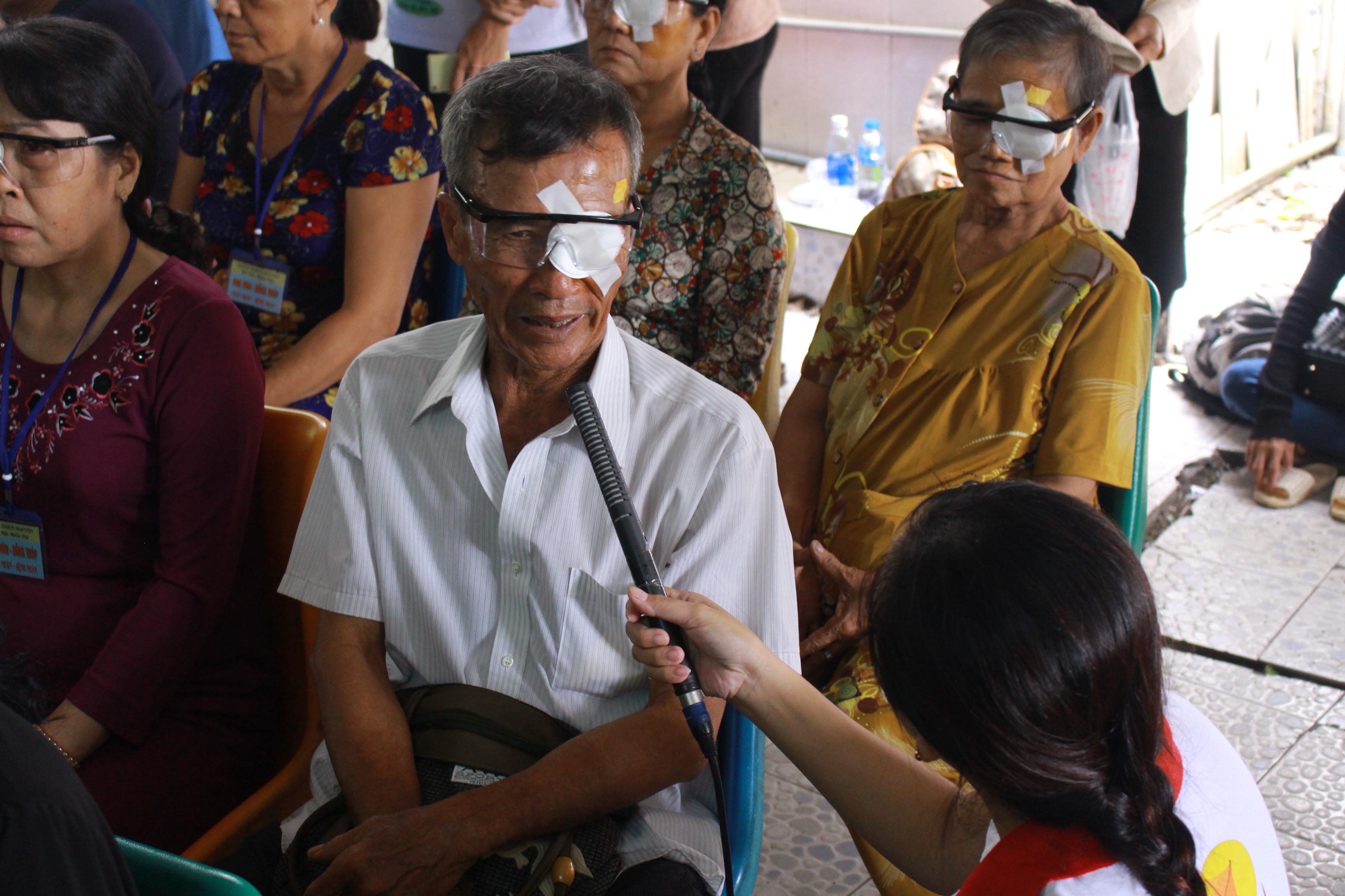 chương trình hỗ trợ mổ mắt cho bà con nghèo