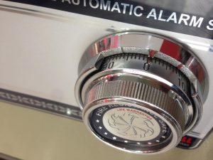 dùng két sắt khóa cơ chính hãng an toàn bảo mật