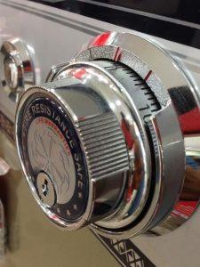 Chiếc két sắt khóa cơ chất lượng chính hãng